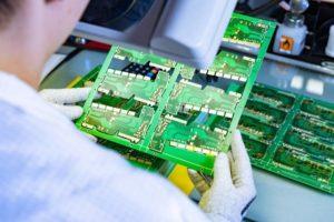 KI hält Einzug bei der Produktion von Leiterplatten