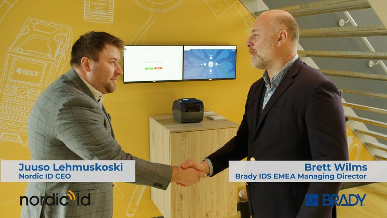 Juuso_Lehmuskoski_(l.),_CEO_von_Nordic_ID,_und_Brett_Wilms,_IDS_Emea_Managing_Director,_Brady