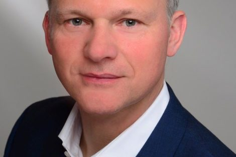 """Axel Wolff: """"Das Dampfphasenlöten ist ein idealer Prozess für die Fertigung von Prototypen und Serienprodukten auf einer Anlage."""""""