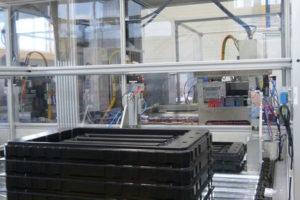 Stapel-/Entstapeleinheit für platzsparendes Handling von Behältnissen