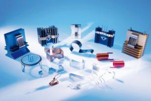 Montageclips und -federn sorgen für eine unkomplizierte und sichere Verbindung zwischen Kühlkörper und Halbleiter.