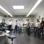 Workshop:_Reinigung_in_der_Elektronik_bei_Zestron_Europe._Im_Analyselabor.