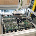 In diesem ADIR Demonstrator werden die Bestandteile elektronischer Bauteile wie Handy- und Computerplatinen automatisiert identifiziert und entlötet.