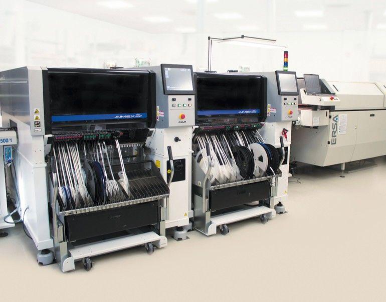 Hochmoderne Bestückungsautomaten erhöhen die Fertigungskapazitäten