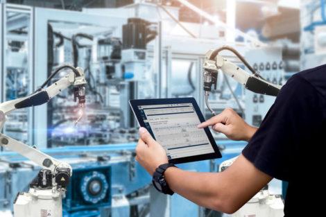 iTAC zeigt Meilenstein auf der productronica 2021: MES wird zu MOM