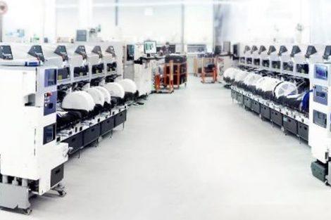 Teilautomatisierung der Bauteilevorbereitung steigert Fertigungsqualität.