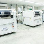 Für eine zuverlässige und qualitätssichere Fertigungslinie in der SMD-Industrie ist der einwandfreie Zustand der verwendeten Schablonen im Lotpastendruck eine wesentliche Voraussetzung.