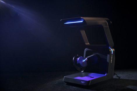 Mit blauen Lichtstrukturen und zwei Kameras ermöglicht AutoScan Inspec effiziente und hochpräzise 3D Scans.